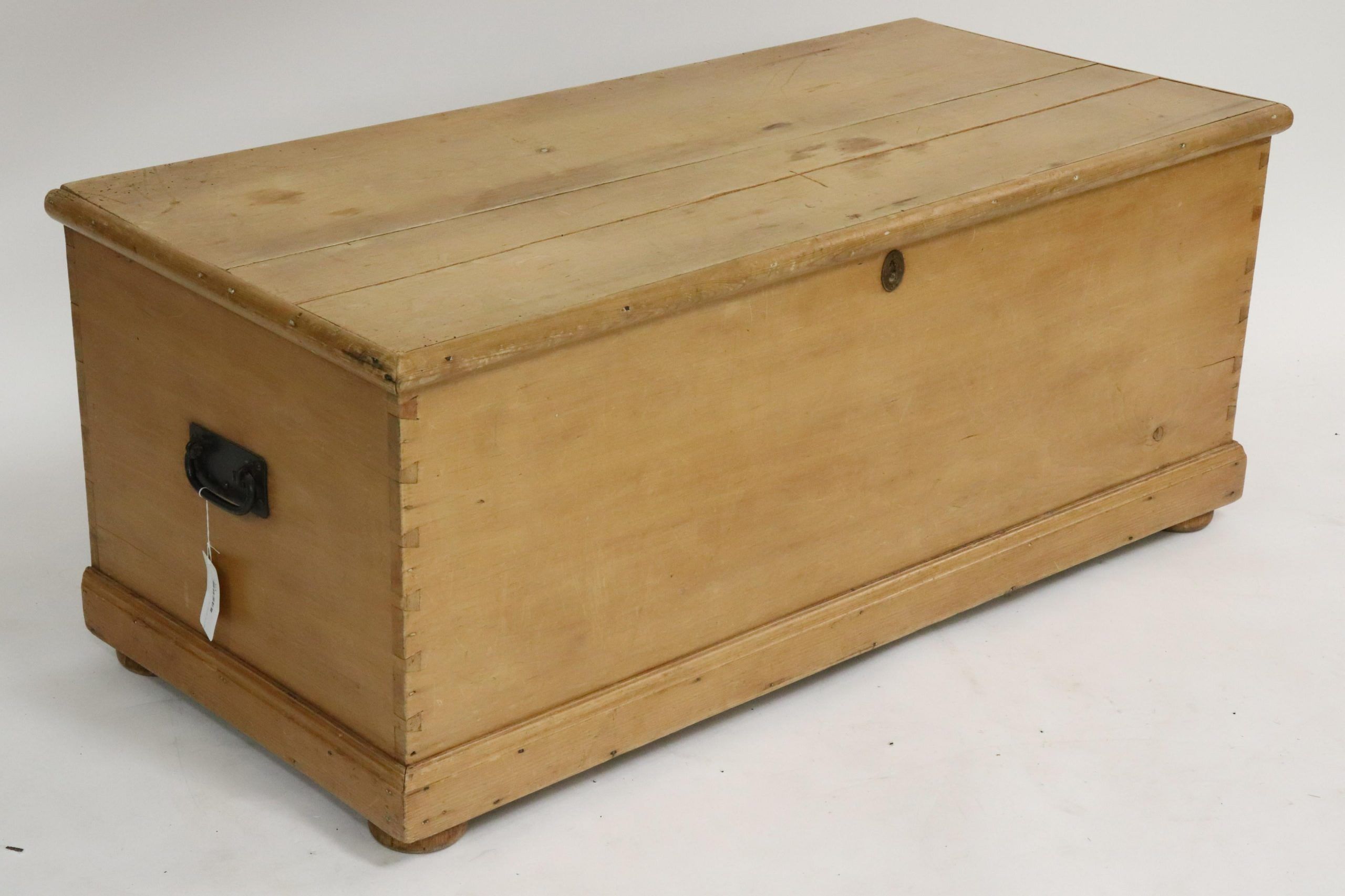 English Pine Blanket Chest Capsule Auctions New York Ny